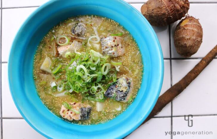 ゴボウと里芋、秋鮭のマスタード味噌スープ