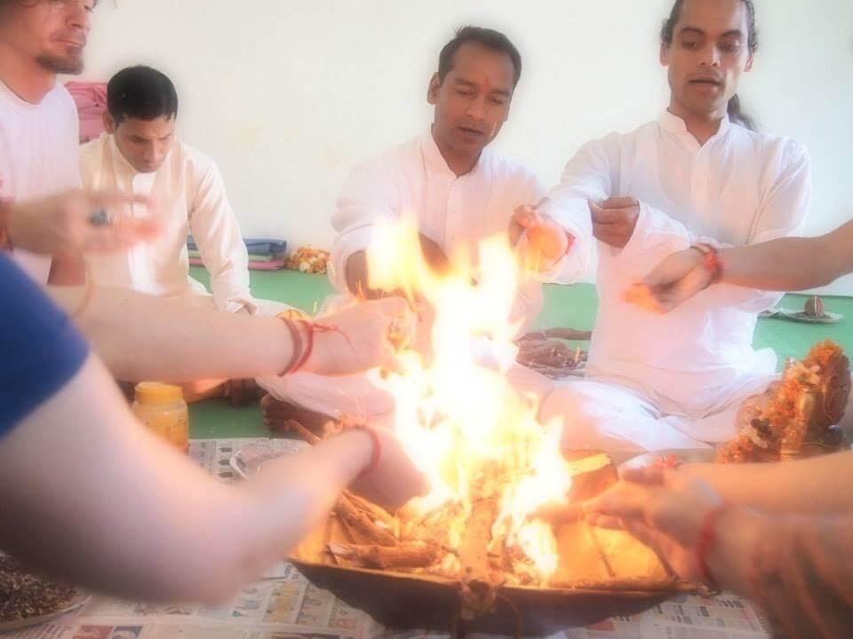 インドで出会うヨガの先生は、ヨガがアーサナではないということを知っている