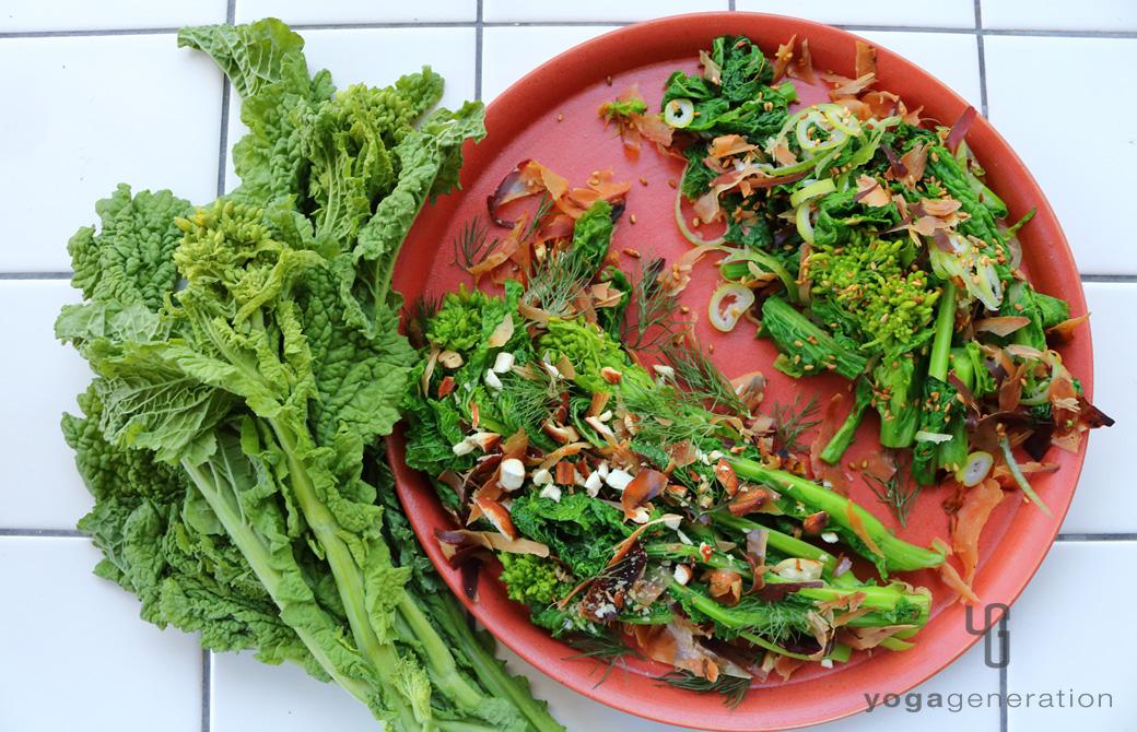 朱赤の色合いが美しい長崎の波佐見焼に盛りつけた菜の花マリネ
