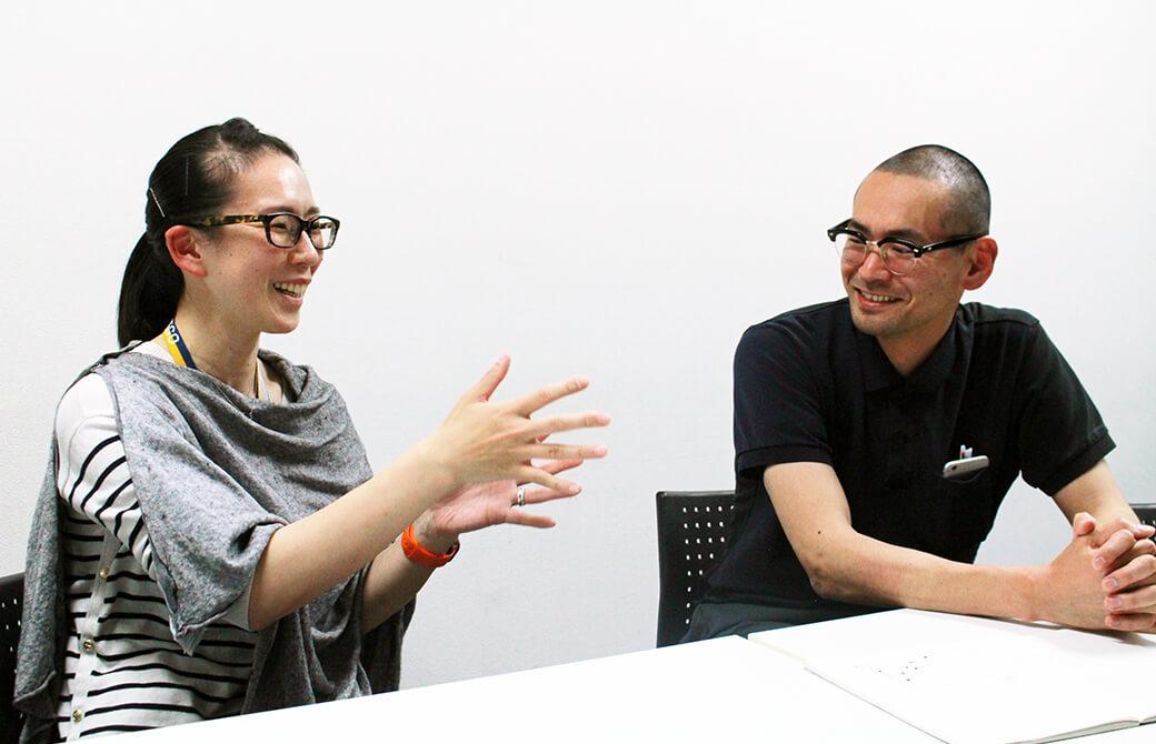 笑顔でインタビューに応じてくださる中野輝基先生と陽子先生