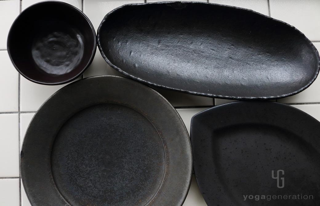 ゆるベジ:黒の皿たち