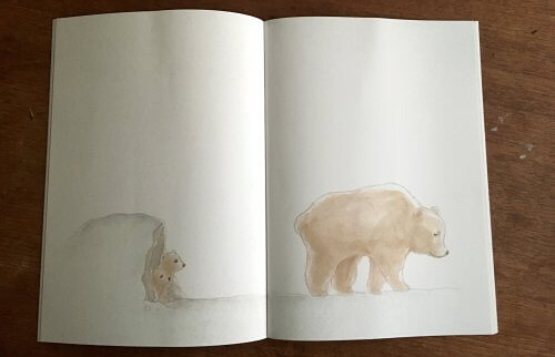 親グマと子グマが載っている絵本の見開き