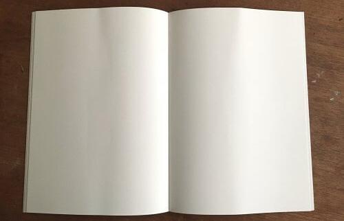 絵本の中の空白の見開き