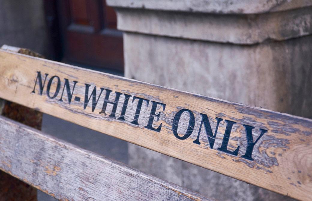 黒人専用のベンチ