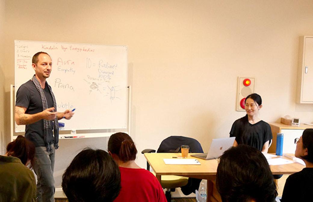 タイラーモンガン先生と通訳のYUKOさん