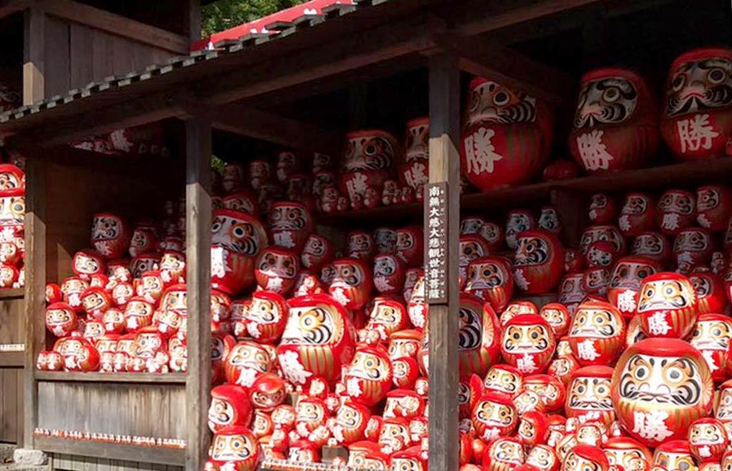 勝尾寺の奉納されているダルマ
