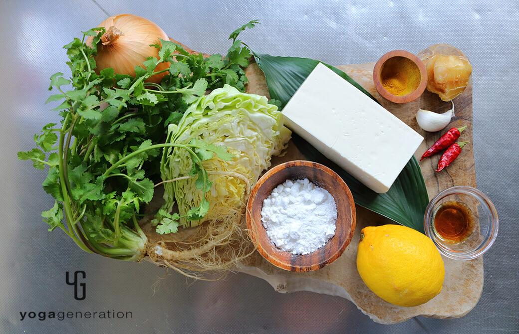 材料のレモンや豆腐、キャベツなど