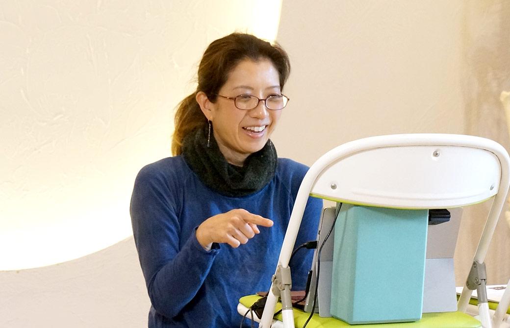 ヨガアカデミー大阪で講座を配信してくれる邦子先生