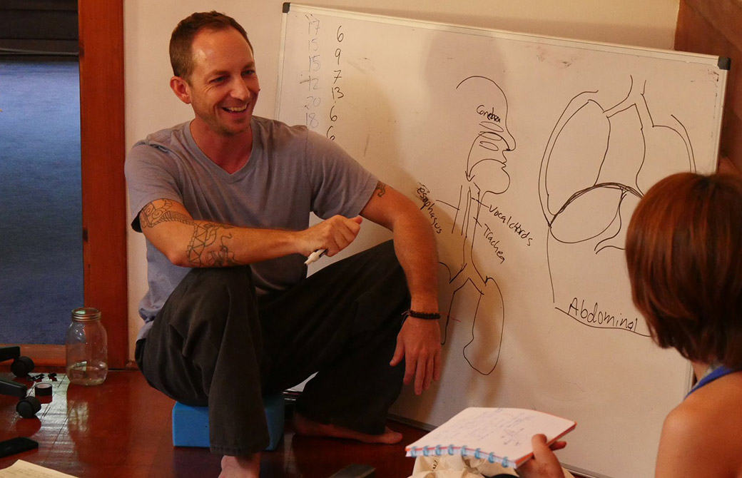 ハワイヨガ留学企画で解剖学を教えているタイラー先生