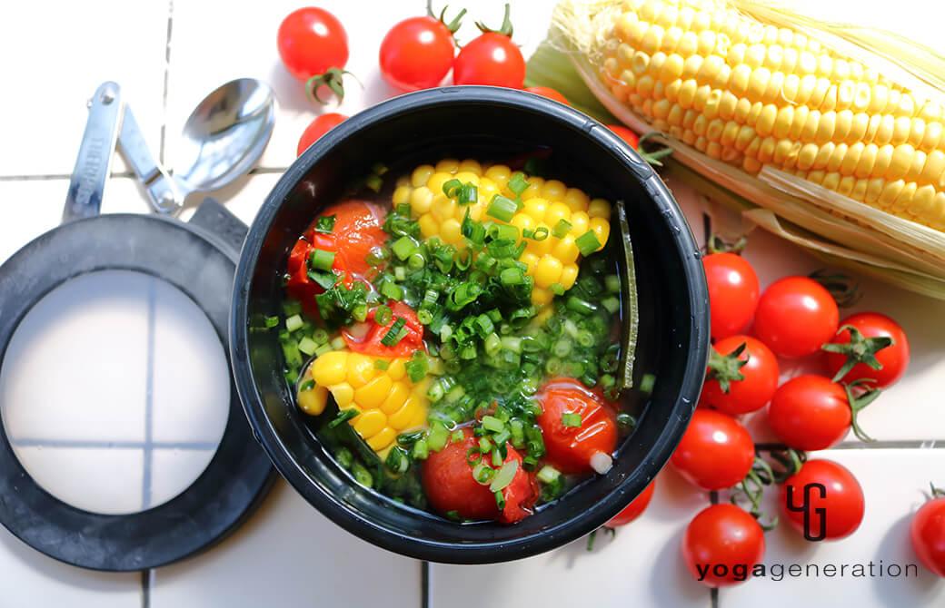お弁当にも最適!トウモロコシとトマトのお味噌汁