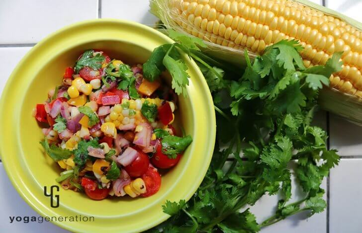 梅味スパイシーなトウモロコシとトマトのザクザク・サラダ