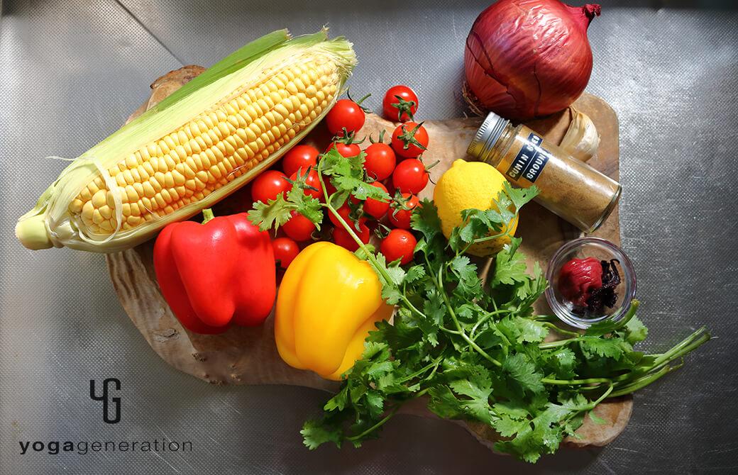 材料のトウモロコシやトマト、パプリカなど