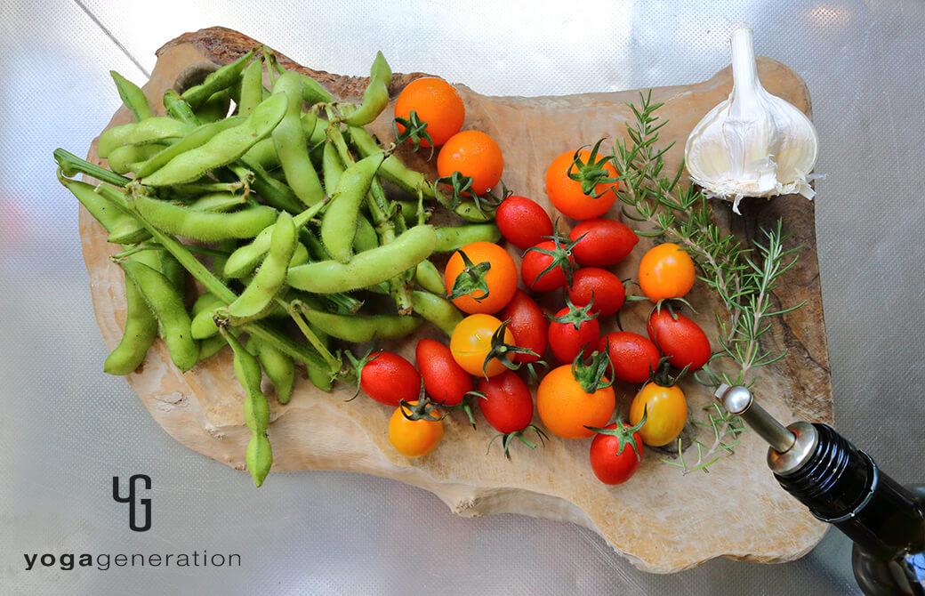 材料の枝豆やトマト、ローズマリーなど