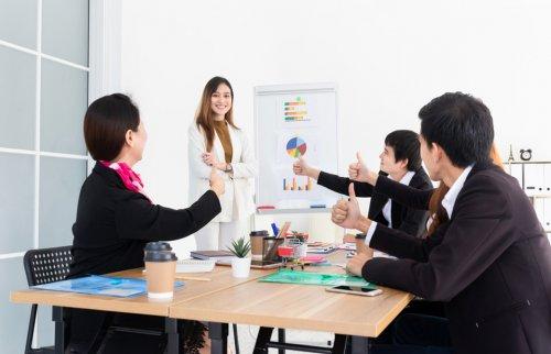 職場で活躍する女性