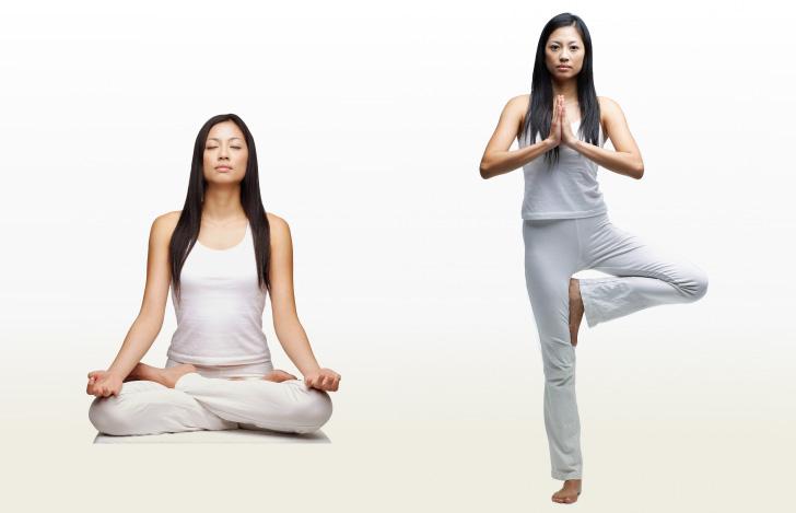 ラージャヨガとハタヨガを実践する2人の女性