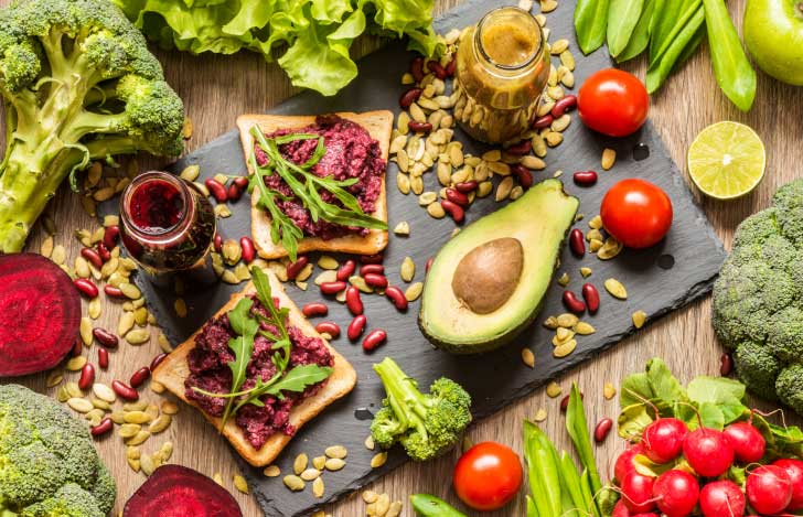 パンと野菜とナッツのヴィーガン食