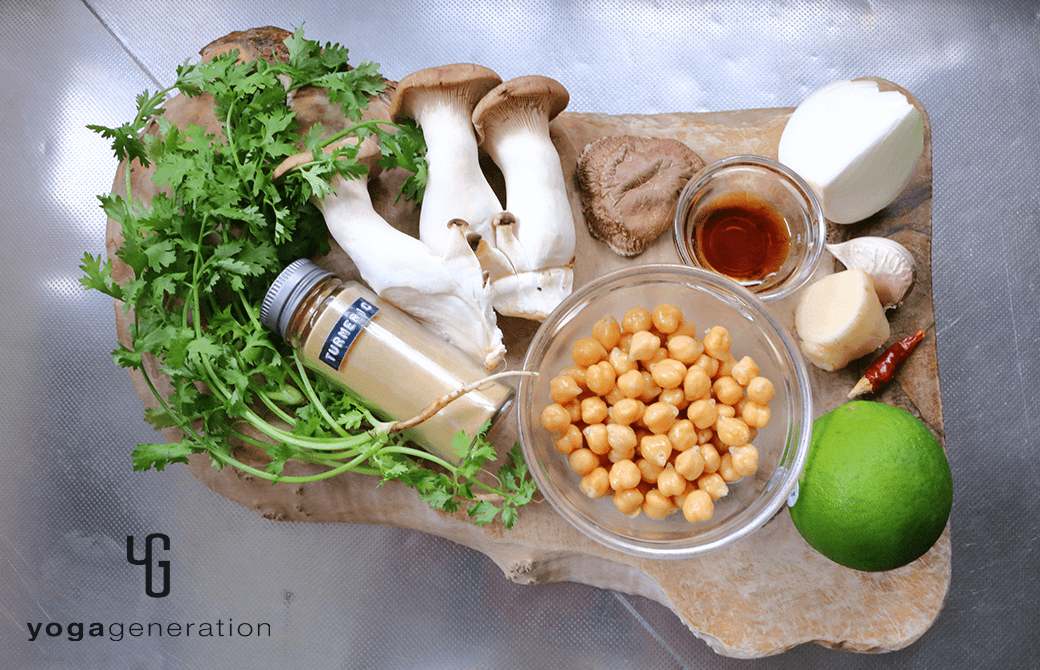 材料のヒヨコ豆やエリンギ、干し椎茸など