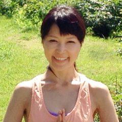 遠山理恵 – 大阪府で活躍するヨガインストラクター
