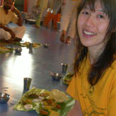 寺崎 シータ 由美子 – 東京都で活躍するヨガインストラクター
